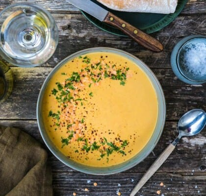 Röd linssoppa med blomkål, curry och kokosmjölk