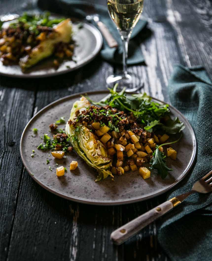 Spetskål med isterband och stekt potatis
