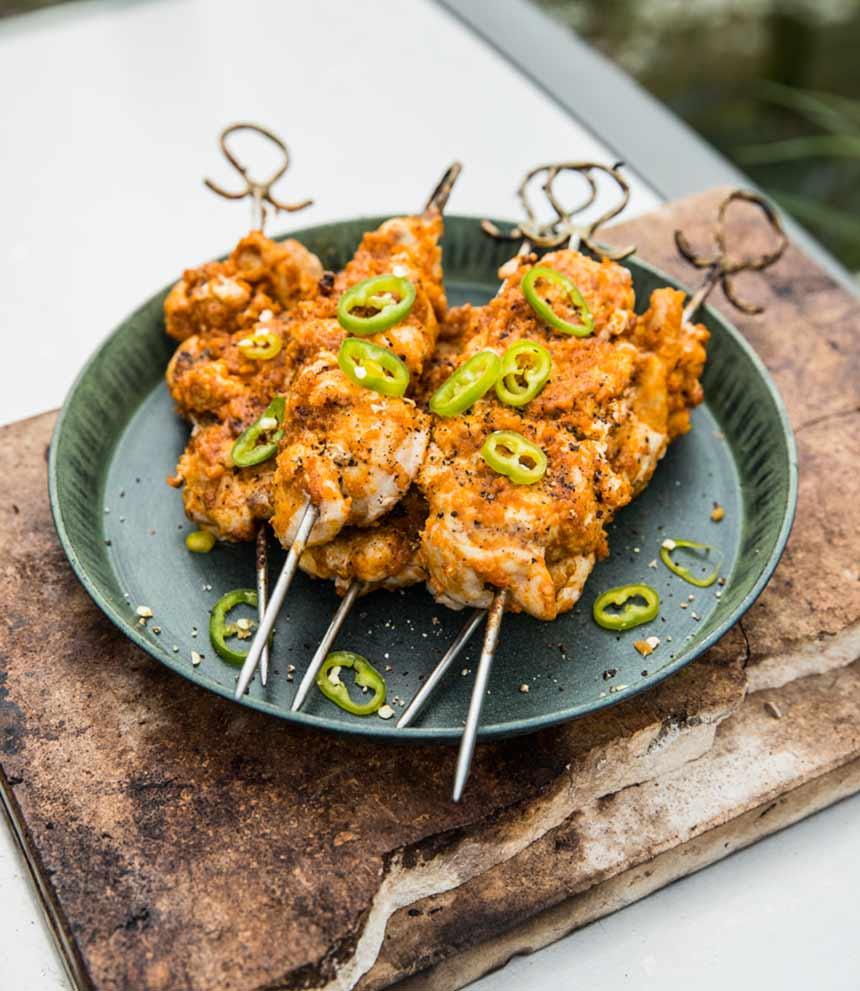 Grillade kycklingspett med jordnötssås