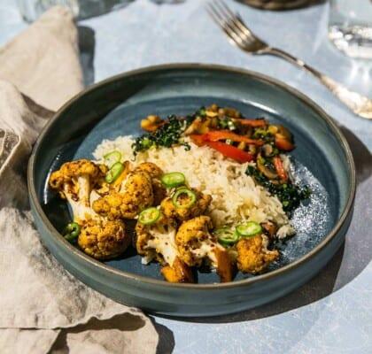 Asiatiska blomkål med ris och stekt champinjonsallad