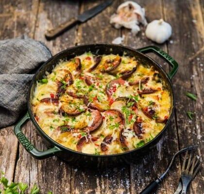 Potatis- och falukorvsgratäng med brysselkål