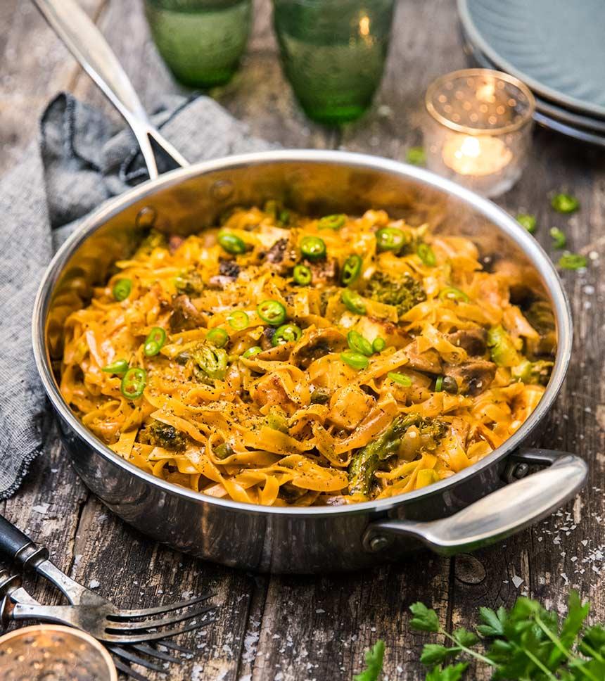 Vegetarisk allt i ett-pasta med halloumi och champinjoner