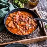 Fläsklägg i tomatsås med bönor