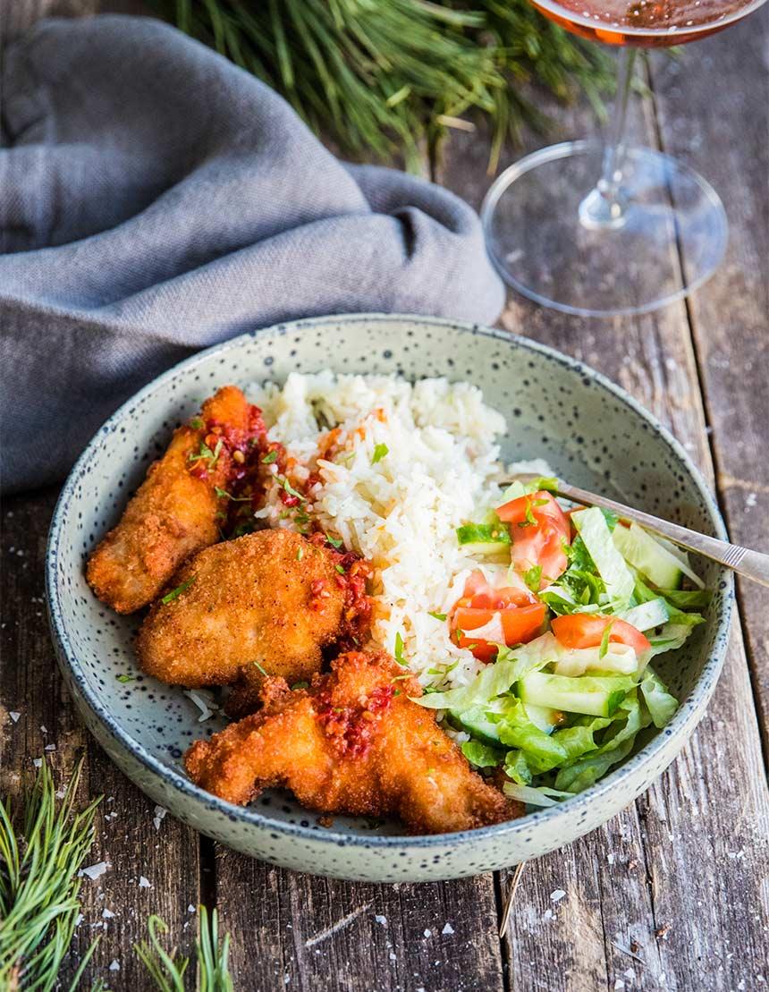 Friterad kyckling med ris och sallad