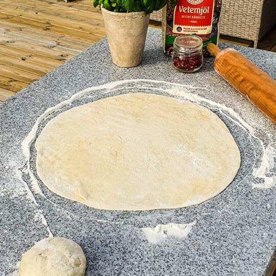Grillad surdegspizza