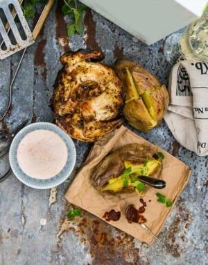 Beer Can Chicken med chipotlecreme och bakad potatis