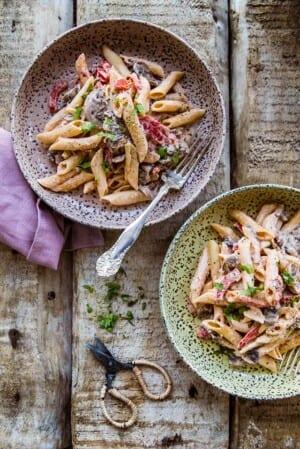 Superenkel pasta med paprika, champinjoner och crème fraiche