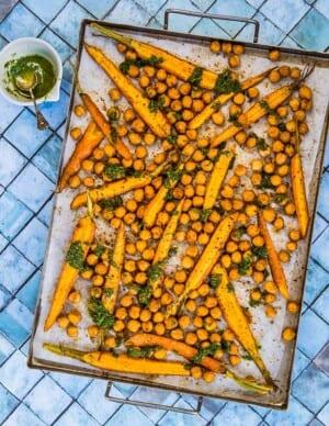Rostade kikärtor och morötter med morotsblastolja