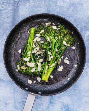 Smör- och vitlöksfräst broccolini