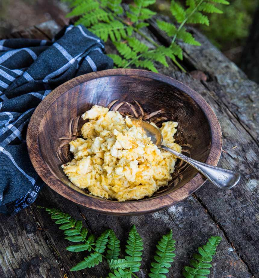 Äggröra med grädde och ost