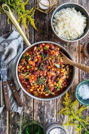 Chili sin Carne med tre sorters bönor och solrosfrön